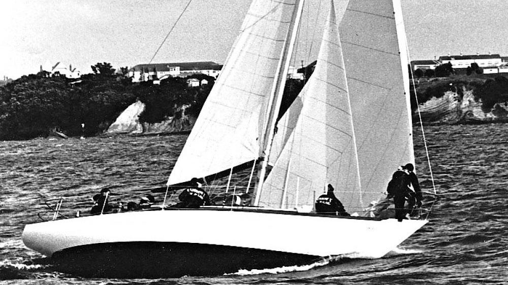 Rainbow Classic Yacht